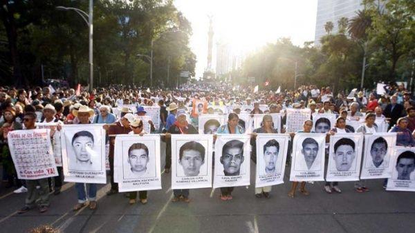 padres-ayotzinapa_1718483347